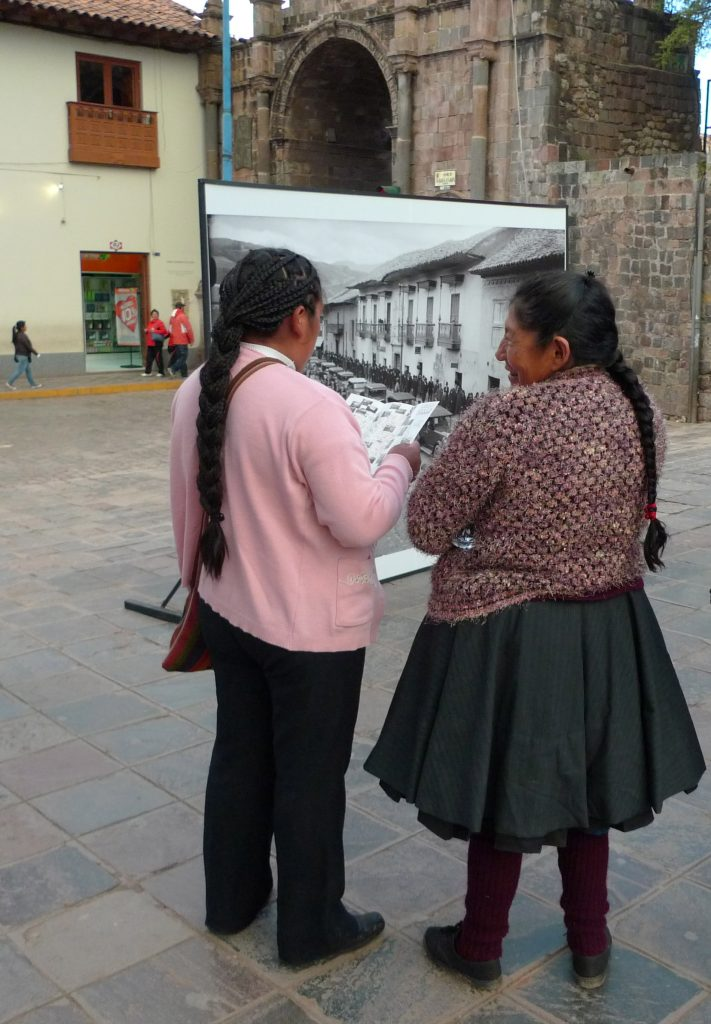 Women studying the map. Photo: Silvia Spitta, 2014.